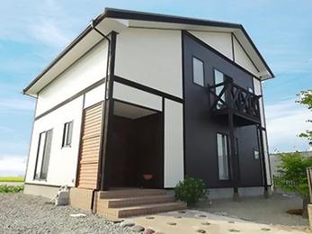 外壁:アステックCE-2000F角波板金張り、屋根:ニッペサーモアイSi
