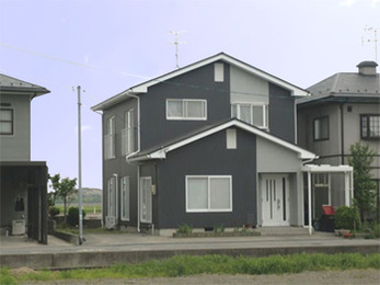 外壁ガルバリウム鋼板張り、屋根遮熱塗装で新築のようになりました。