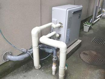最新型のガス給湯器に交換