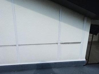 ヒビ割れによる雨漏りがなくなって嬉しいです。外壁も綺麗になりました。