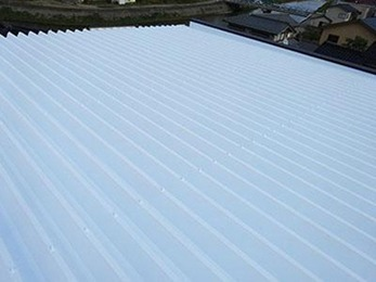 綺麗な屋根に塗替えていただきとても満足しています。